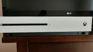 Xbox one s 1 Tb état neuf acheté il a 1 semaine!