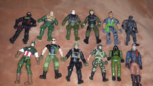 For sale, toys action figures all ramdon. 20 for the lot.