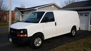 2010 Chevrolet Express 2500 Minivan, Van