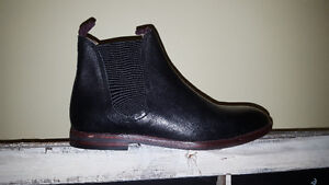 High End Brand New Mens Hudson Tamper Chelsea Boots Size 9