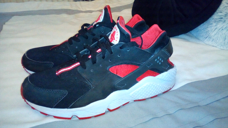 Nike Huarache trainers 9 red black | in Newport | Gumtree