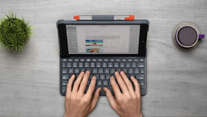 Slim Folio-Integrated Bluetooth Keyboard for iPad 5th Gen ('17)