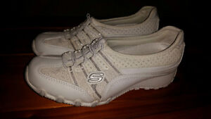 BRAND NEW Sketchers Runners - Ladies Size 6 - Cloverdale