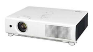 Sanyo 4,000 lumens video / computer projector - excellent cond.