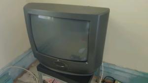 """Zenith crt TV 19"""" bon état 25$"""