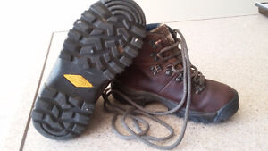 Merrell leather hiking boots kids size 13 London Ontario image 2