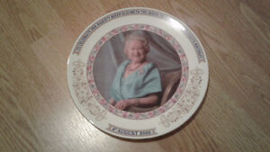 Royal Aynsley Queen Mother's 100th Birthday Commemorative Plate