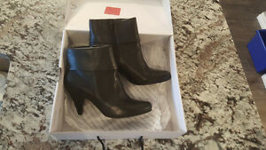 Le Chateau Black Booties size 7 Brand New Regina Regina Area image 2