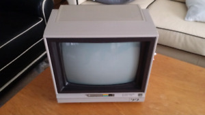 Vintage Commodore 1702 video monitor RBG