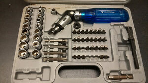 61 PIECE 3 WAY RATCHET SCREW DRIVER