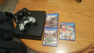 Ps4 3 games and 2 controlers