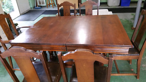 Dining Room Table, Chairs & Sideboard - Make me an offer