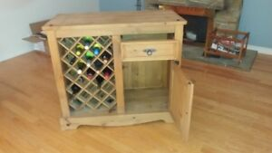 BAR/WINE UNIT WITH STOOLS