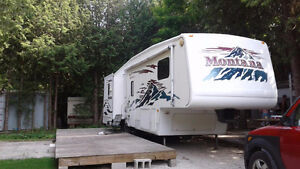 Montana 298RL 5th wheel 31 ft- park fees included