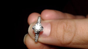 18 KT White Gold Diamond Engagement Ring