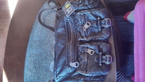 Selling my purse, I don't like the straps new with tags