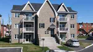 4 1/2 STYLE CONDO - 1 MOIS GRATUIT  - VALLEYFIELD -