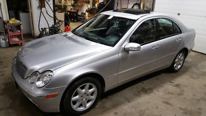 2003 Mercedes-Benz c320 matic with (140km)