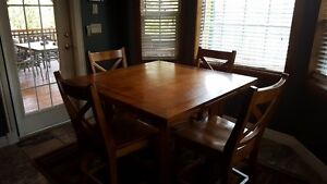 Solid Wood table with fold out leaves in good condition