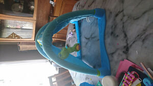 FISHER PRICE OCEAN WONDERS KICK AND CRAWL TUNNEL