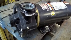 POMPE HAYWARD 1.5 HP. 2 VITESSES 230 VOLTS RECONDITIONNER
