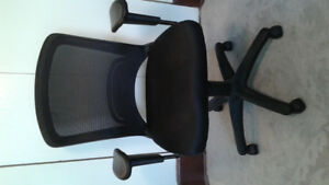 Staples Mesh Office Task Chair-Perfect Condition