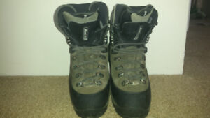 Women's Mountaineering & Hiking boots