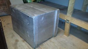 Caisse en bois couleur métalique