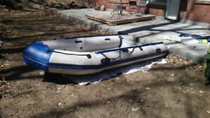 12.6 Inflatable boat - 20hp - 5 pass + Elec. Motor - $1750 Nego