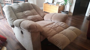 Ashley Power recliner -  1 year old- smoke free home