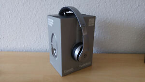Beats solo2 Wireless (Special Edition) space grey.
