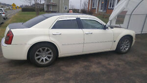 2005 Chrysler 300c showroom