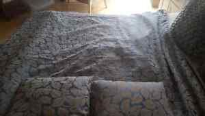 QUEEN SIZE CUSTOM DUVET WITH 2 MATCHING PILLOWS  Kitchener / Waterloo Kitchener Area image 3