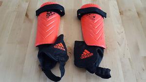 adidas soccer shin guard size M
