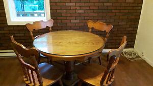 Table et 4 chaise  en bois