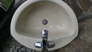 Porcelain Metal sink and all fittings