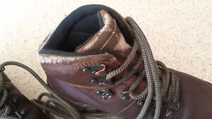 Merrell leather hiking boots kids size 13 London Ontario image 4