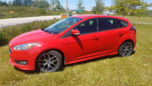 REDUCED! 2015 Ford Focus SE - $13500