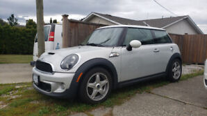 2011 MINI COOPER S, LIKE NEW, with low KM