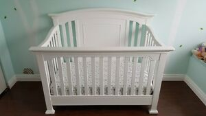 Baby Cache Windsor White Crib - Immaculate Condition