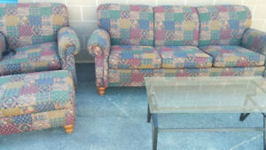 Stunniong  Quilted pattern series ..3 Piece sofa set like new