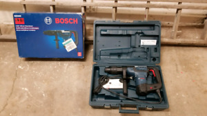 Bosch RH540M 1 9/16-in SDS-max Variable Speed Combination Hammer