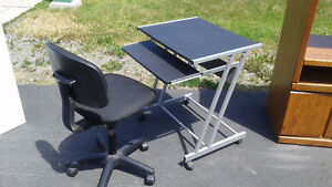 Bureau d'ordinateur à vendre avec chaise