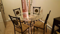 Dining table in tempered glass