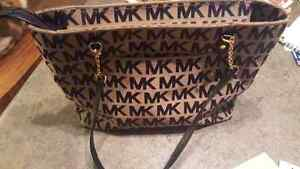 Michael kors purse in like new condition!