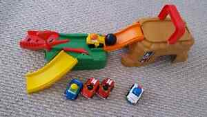 Fisher Price Little People Wheelies Travel Set w/ Extra Wheelies