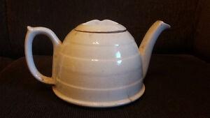 Sold PPU - Vintage Teapot with Cozy Gatineau Ottawa / Gatineau Area image 1