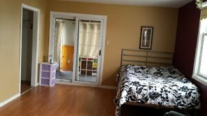 Furnished room for rent, minutes to Fanshawe London Ontario image 2