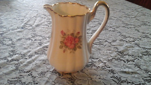 FINE BONE CHINA JUG WITH PINK ROSE - MADE IN ENGLAND