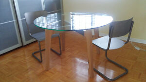 Crate and Barrel/CB2 Modern Dining Table West Island Greater Montréal image 2
